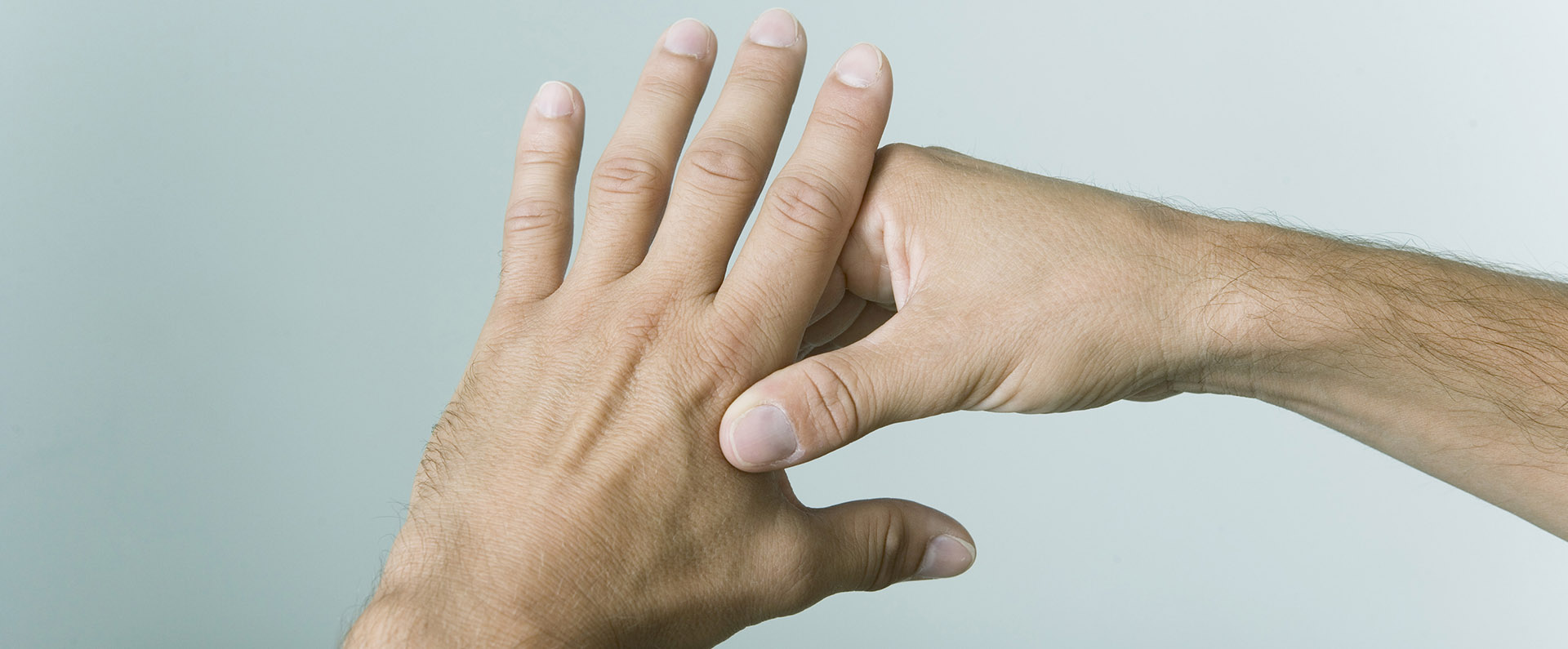 tecniche salutari stock image 42541589 Hands alternative medicine topbig